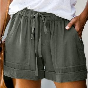 HERE TO RELAX DRAWSTRING SHORTS-GREEN